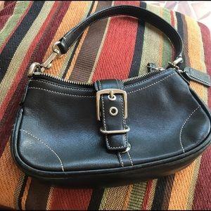Coach shoulder bag in black color